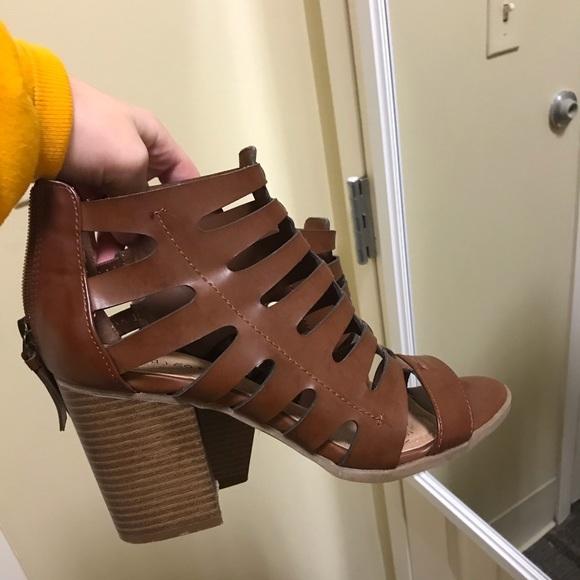 Shoes - Brown sandal heel